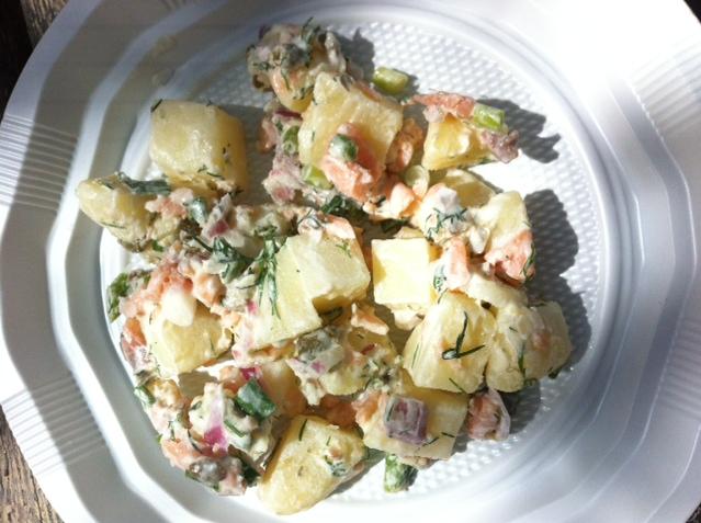 סלט תפוחי אדמה וסלמון