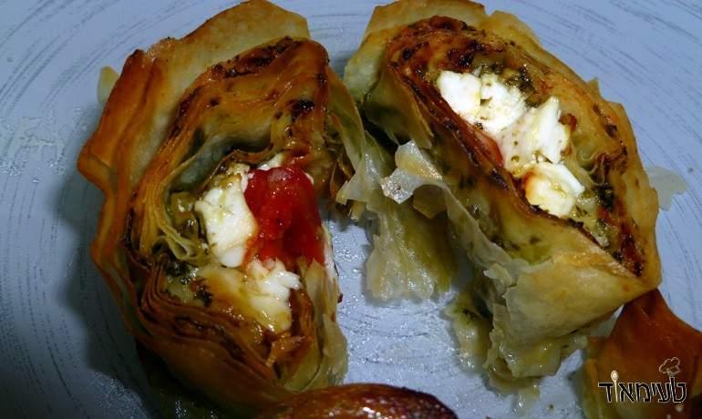 עלי פילו במילוי פסטו, עגבניית שרי וגבינות