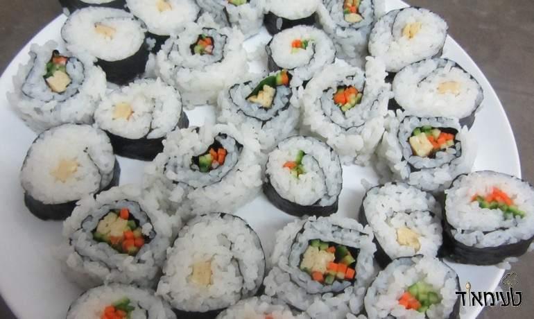חביתה יפנית - טמאגו בתוך סושי