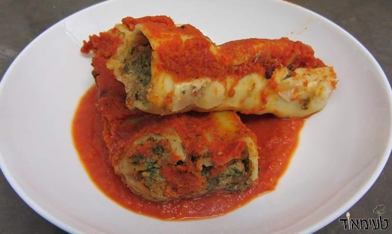 קנלוני ממולא בשר ותרד ברוטב עגבניות
