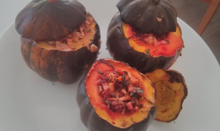 דלעת ערמונית במילוי סלט ירקות שורש