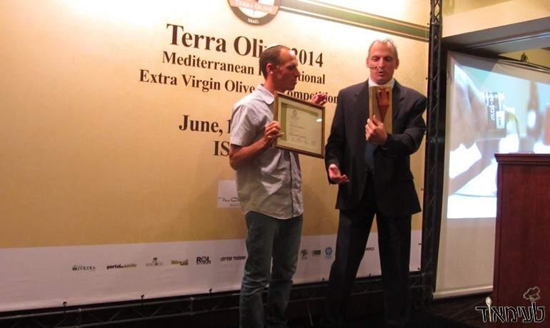 שמן הזית של משק אחיה זכה במקום הראשון בתחרות TerraOlivo 2014