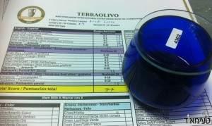כוס השמן הכחולה עם דף הניקוד