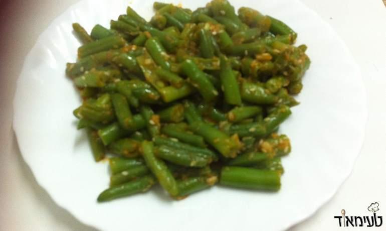 שעועית ירוקה פריכה בשום ופפריקה (צילום: אילה צלמרו)
