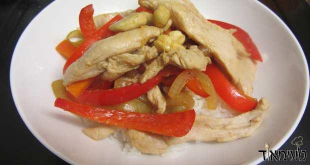 חזה עוף מוקפץ עם ירקות בלימון וסויה