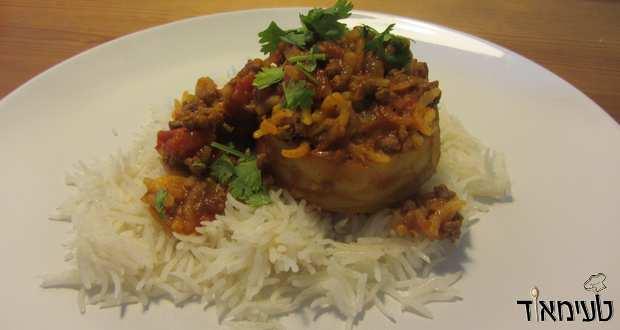 תחתיות ארטישוק ממולאות בשר ואורז ברוטב עגבניות