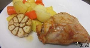 עוף וירקות בקומות בתנור