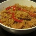 חזה עוף מוקפץ עם אורז ופלפל אדום ברוטב סויה