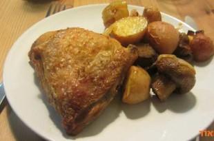 עוף עם תפוחי אדמה ופטריות בתנור