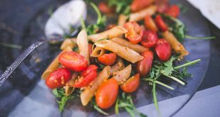 kaboompics.com_Pasta penne with tomato and rucola_small