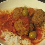 כדורי בשר עם זיתים ברוטב עגבניות