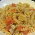 פסטה ברוטב אלי אוליו עגבניות ופטריות