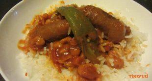 תבשיל צ'וריסו עם שעועית ופלפלים ברוטב עגבניות חריף