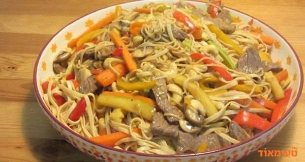 סינטה מוקפצת עם ירקות בסגנון אסייתי